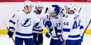 Tampa-spelarna firar ett av målen mot Ottawa. Sean Kilpatrick / TT NYHETSBYRÅN/ NTB Scanpix