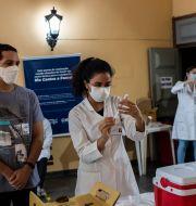 Vaccinering i Rio de Janeiro, Brasilien Bruna Prado / TT NYHETSBYRÅN