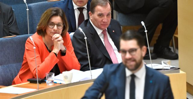MP:s Isabella Lövin, statsminister Stefan Löfven och SD:s Jimmie Åkesson  Claudio Bresciani/TT / TT NYHETSBYRÅN