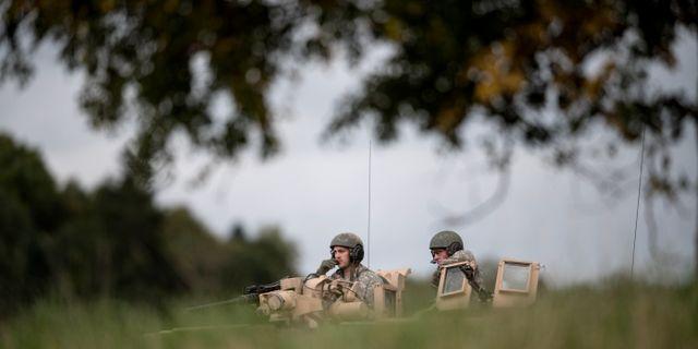 Amerikanskt förband. Förband ur Skaraborgs regemente övar med ett amerikanskt förstärkt pansarskyttekompani som ett led i förberedelserna inför försvarsövningen Aurora 17 Björn Larsson Rosvall/TT / TT NYHETSBYRÅN