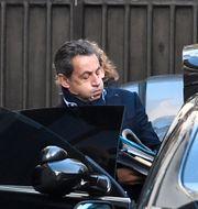 Bild från tisdagen: Nicolas Sarkozy kliver in i en bil. LIONEL BONAVENTURE / AFP