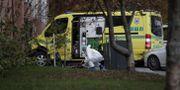 Kriminaltekniker undersöker ambulansen. Stian Lysberg Solum / TT NYHETSBYRÅN