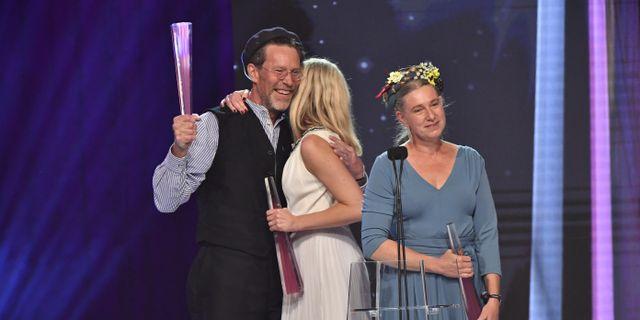"""Gustav och Marie Mandelmann vinner pris för årets program """"Mandelmanns gård"""" vid Kristallengala på Stockholmsmässan. Jonas Ekströmer/TT / TT NYHETSBYRÅN"""