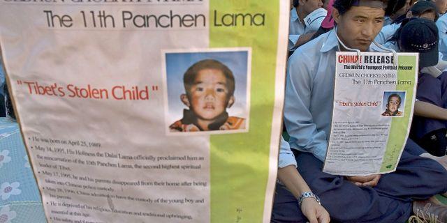 Tibetaner demonstrerar till stöd för Panchen lama. ASHWINI BHATIA / TT NYHETSBYRÅN