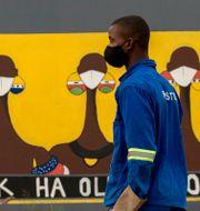Arkivbild. Man i Sebokeng i Sydafrika.  Themba Hadebe / TT NYHETSBYRÅN
