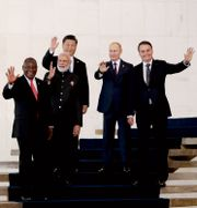 From left to right, South Africa's President Cyril Ramaphosa, India's Prime Minister Narendra Modi, China's President Xi Jinping, Russia's President Vladimir Putin and Brazil's President Jair Bolsonaro wave to photographers during the BRICS emerging economies summit at the Itamaraty palace in Brasilia, Brazil, Thursday, Nov. 14, 2019. Eraldo Peres / TT NYHETSBYRÅN