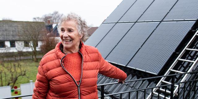 Illustrationsbild: Solcellsproducenten och Simrisbon Karin Lefvert. Johan Nilsson/TT / TT NYHETSBYRÅN