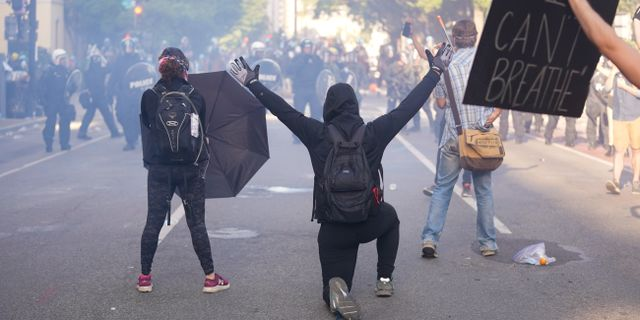 Demonstranter nära Vita huset.  Evan Vucci / TT NYHETSBYRÅN