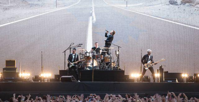 U2 spelar på Twickenham Stadium i London. Arkivfoto. Joel Ryan / TT / NTB Scanpix