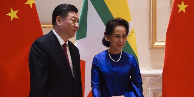 Xi Jinping och Aung San Suu Kyi vid statsbesöket i helgen.. THET AUNG / AFP