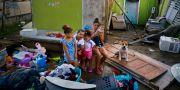 Arkivbild. Familj i Toa Baja, Puerto Rico, i sitt förstörda hus, oktober 2017. Ramon Espinosa / TT / NTB Scanpix