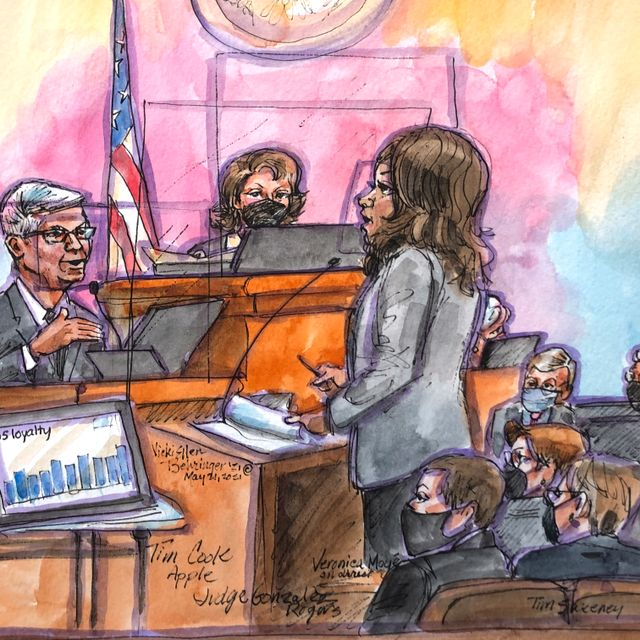 This courtroom sketch shows Apple CEO Tim Cook being questioned by Apple attorney Veronica Moye, right, during a trial in U.S. District Court in San Ramon, Calif., on Friday, May 21, 2021. Vicki Behringer / TT NYHETSBYRÅN