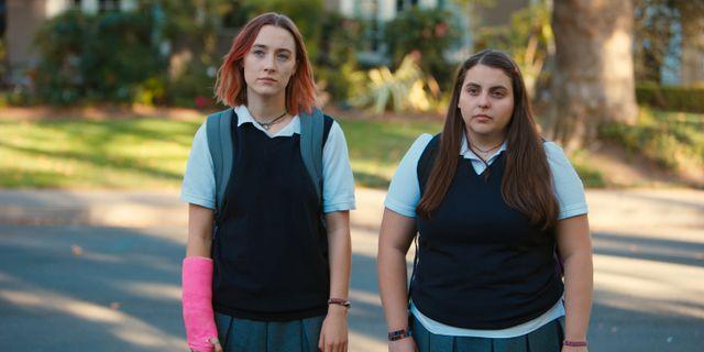 """Skådespelarna Saoirse Ronan och Beanie Feldstein i """"Lady Bird"""".  Merie Wallace / TT NYHETSBYRÅN"""
