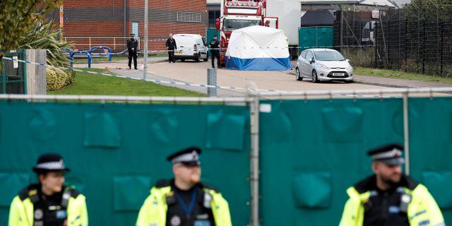 Polisinsats efter att kropparna hittats i lastbilen. PETER NICHOLLS / TT NYHETSBYRÅN