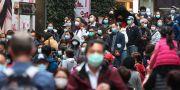 Människor med ansiktsmask i Hongkong. Achmad Ibrahim / TT NYHETSBYRÅN