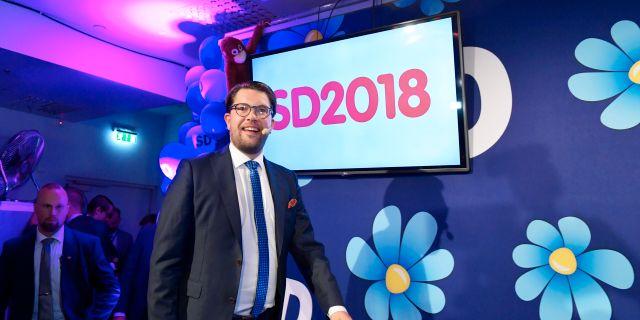 Sverigedemokraternas partiledare Jimmie Åkesson (SD) talar under Sverigedemokraternas valvaka på restaurang Kristall i centrala Stockholm Anders Wiklund/TT / TT NYHETSBYRÅN