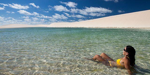 Turister både badar, snorklar och solar i lagunerna. Wikicommons