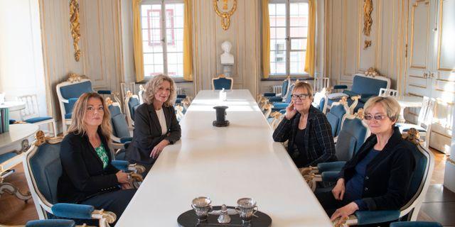 Tillträdande akademiledamöterna Anne Swärd, Åsa Wikfors, Tua Forsström och Ellen Mattson fotograferade hos Svenska Akademien i Börshuset i Gamla stan i Stockholm. Fredrik Sandberg/TT / TT NYHETSBYRÅN