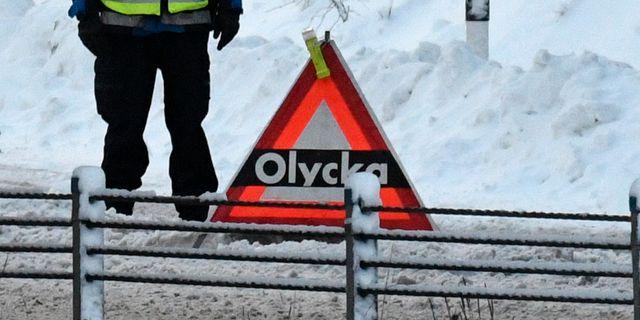 Arkivbild: Polisen spärrade av en avfarten från E4:an söder om Stockholm efter onsdagens snöfall. Johan Nilsson / TT / TT NYHETSBYRÅN
