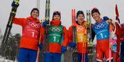 Det norska laget med Didrik Tønseth, Martin Johnsrud Sundby, Simen Hegstad Krüger och Johannes Høsflot Klæbo jublar efter guldet. Kirsty Wigglesworth / TT / NTB Scanpix