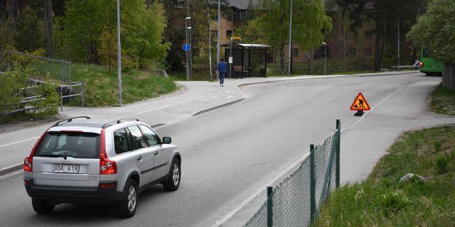 Två personer blev på denna plats i Gottsunda i Uppsala påkörda av en polisbil. Mannen avled och kvinnan skadades allvarligt. Arkivbild. Jonathan Näckstrand/TT / TT NYHETSBYRÅN