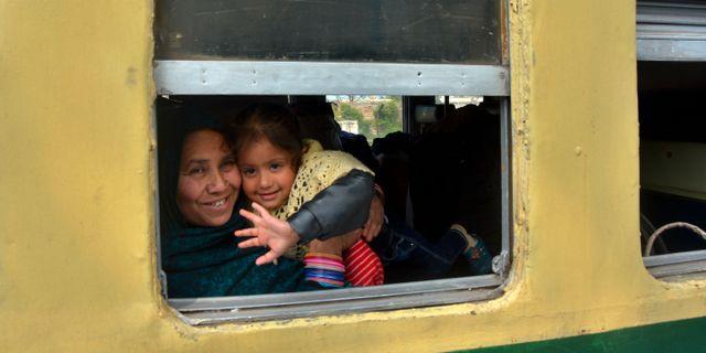 En kvinna och ett barn på tåget mellan Indien och Pakistan Prabhjot Gill / TT NYHETSBYRÅN/ NTB Scanpix