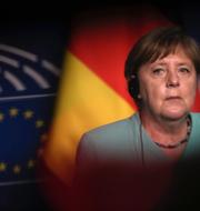 Greklands premiärminister Kyriakos Mitsotakis och Tysklands förbundskansler Angela Merkel.   TT