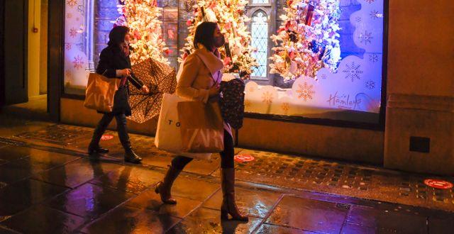 Julshopping i London. Alberto Pezzali / TT NYHETSBYRÅN