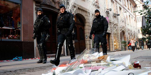 Poliser efter dådet i Strasbourg.  Christophe Ena / TT NYHETSBYRÅN/ NTB Scanpix