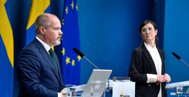 Justitie- och migrationsminister Morgan Johansson (S) och Märta Stenevi, jämställdhets- och bostadsminister (MP).  Jessica Gow/TT / TT NYHETSBYRÅN