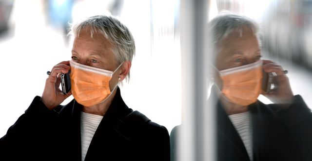 Kvinnor med munskydd i Stockholm.  Janerik Henriksson/TT / TT NYHETSBYRÅN