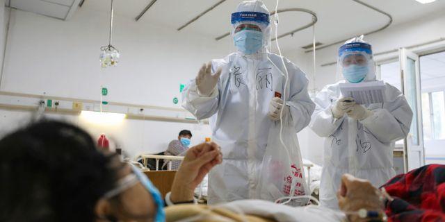 Sjukvårdspersonal i Wuhan, Hubei. TT NYHETSBYRÅN