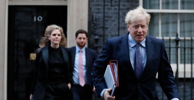 Storbritanniens premiärminister Boris Johnson på väg ut från Downing Street. Arkivbild.  Kirsty Wigglesworth / TT NYHETSBYRÅN
