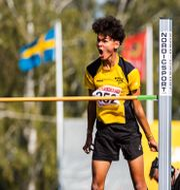 Melwin Holm jublar efter att ha klarat 2,07. FREDRIK KARLSSON / Bildbyrån