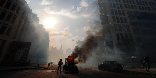 Demonstranter i Beirut drabbar samman med polis.  Hassan Ammar / TT NYHETSBYRÅN