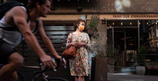 Kvinna i munskydd.  Stina Stjernkvist/TT / TT NYHETSBYRÅN