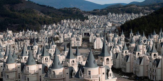 """I den turkiska spökstaden Burj Al Babas ser det ut som om någon gått loss med """"copy paste"""". Getty"""