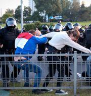 Demonstranter i Minsk igår. TT NYHETSBYRÅN