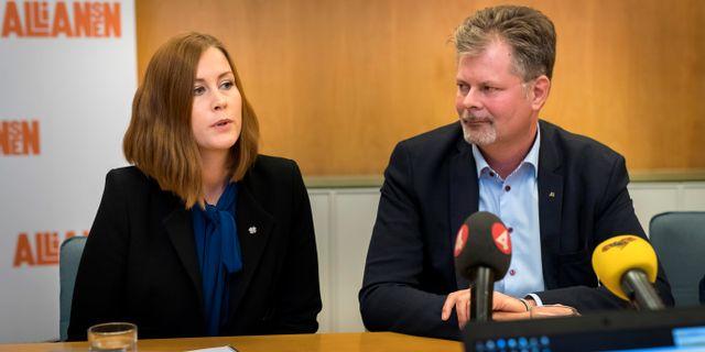 Emmyly Bönfors (C) och Axel Josefson (M). Thomas Johansson/TT / TT NYHETSBYRÅN
