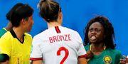 Gabrielle Aboudi Onguene ilsknar till mot England Lucy Bronze. PHIL NOBLE / BILDBYRÅN