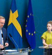 Amanda Lind och Mikael Damberg. Amir Nabizadeh/TT / TT NYHETSBYRÅN