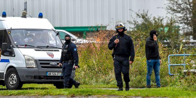 Omkring 200 poliser deltog på tisdagen i en gryningsräd mot flera medlemmar i en shiamuslimsk församling i franska Grande Synthe.  TT NYHETSBYRÅN/ NTB Scanpix