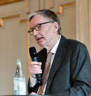 Svenska Akademiens ledamot Anders Olsson i samband med tillkännagivandet av årets Nobelpris i litteratur. Henrik Montgomery/TT / TT NYHETSBYRÅN