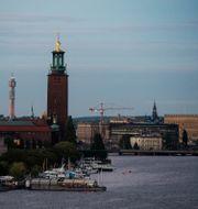 Stadshuset, Kaknästornet, Rosenbad och lite av slottet i Stockholms kvällsljus. Arkivbild. Vilhelm Stokstad/TT / TT NYHETSBYRÅN