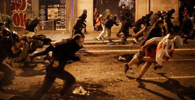 Protester i Barcelona på torsdagskvällen. Emilio Morenatti / TT NYHETSBYRÅN
