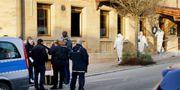 Polisen på brottsplatsen. SVEN KOHLS / DPA