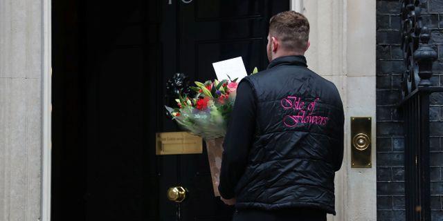 Blomleverans till 10 Downing Street. SIMON DAWSON / TT NYHETSBYRÅN