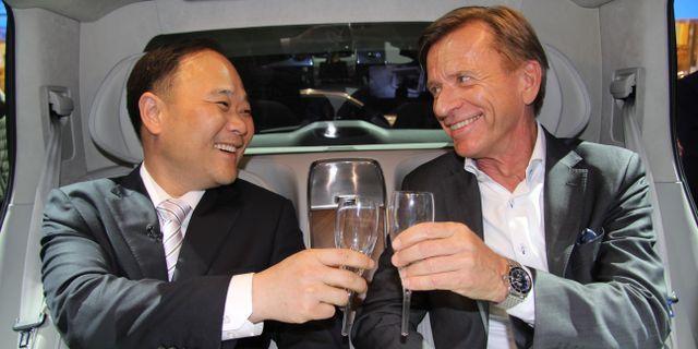Geelys ägare Li Shufu med Volvo Cars vd Håkan Samuelsson. KARIN OLANDER / TT / TT NYHETSBYRÅN
