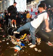 Engelska fans på Piccadilly Circus i London. Victoria Jones / TT NYHETSBYRÅN