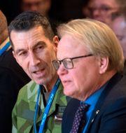 Överbefälhavare Micael Bydén och försvarsminister Peter Hultqvist (S). Henrik Montgomery/TT / TT NYHETSBYRÅN